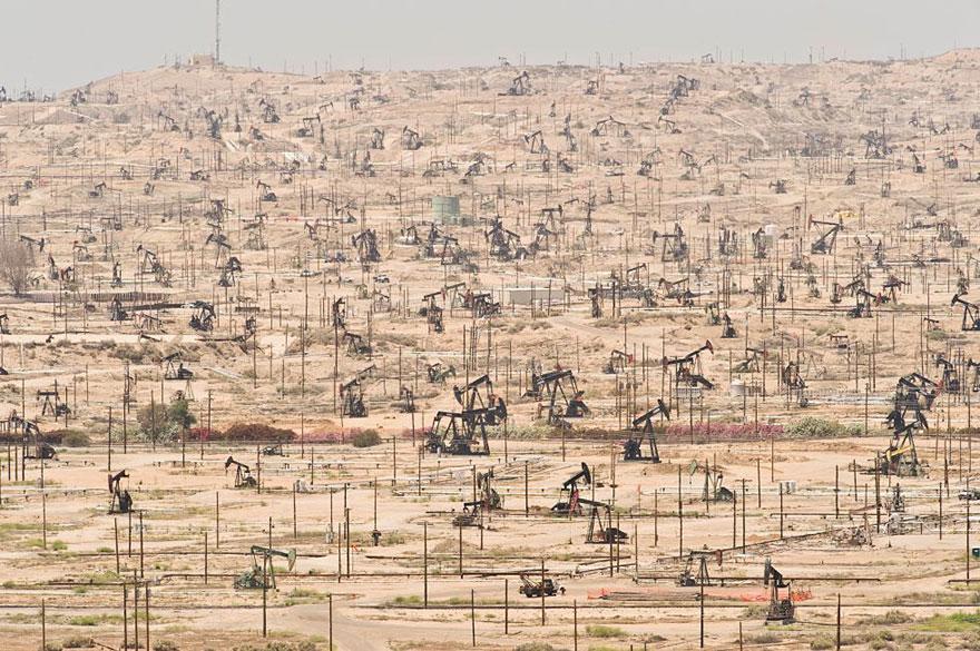 Нефтяное месторождение Керн-Ривер, штат Калифорния, США - эксплуатируется с 1899 года