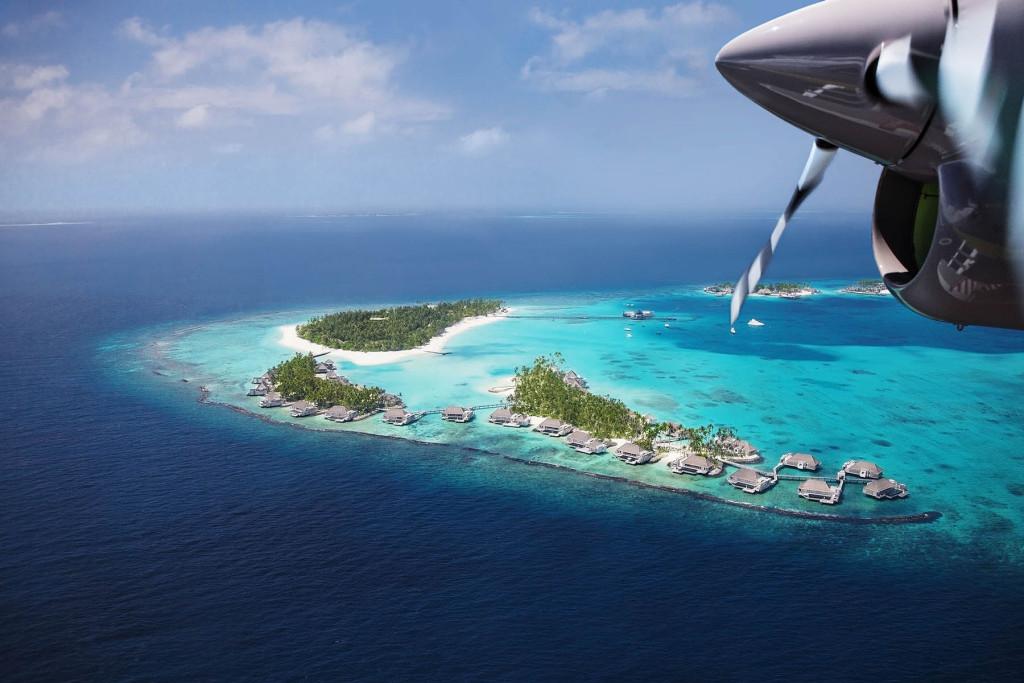 Вид с высоты на один из атоллов Мальдивских островов