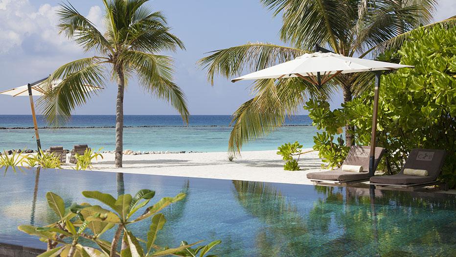 Роскошный вид из виллы. Мальдивские острова