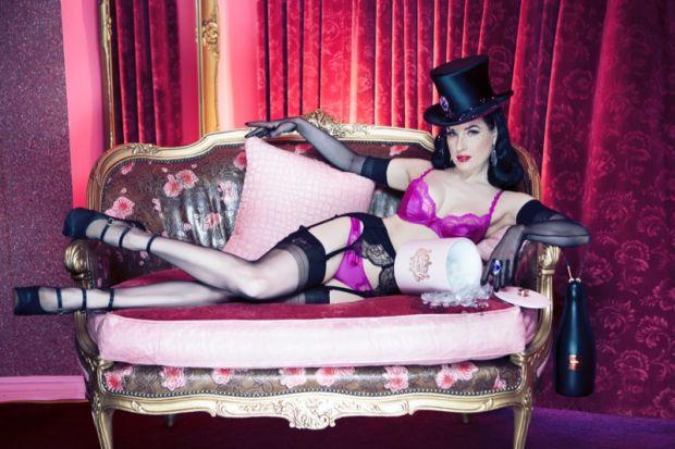 Королева бурлеска Дита Фон Тиз в модной фотосессии 2015 года