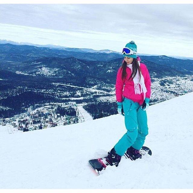 Красавица на сноуборде в Шерегеше