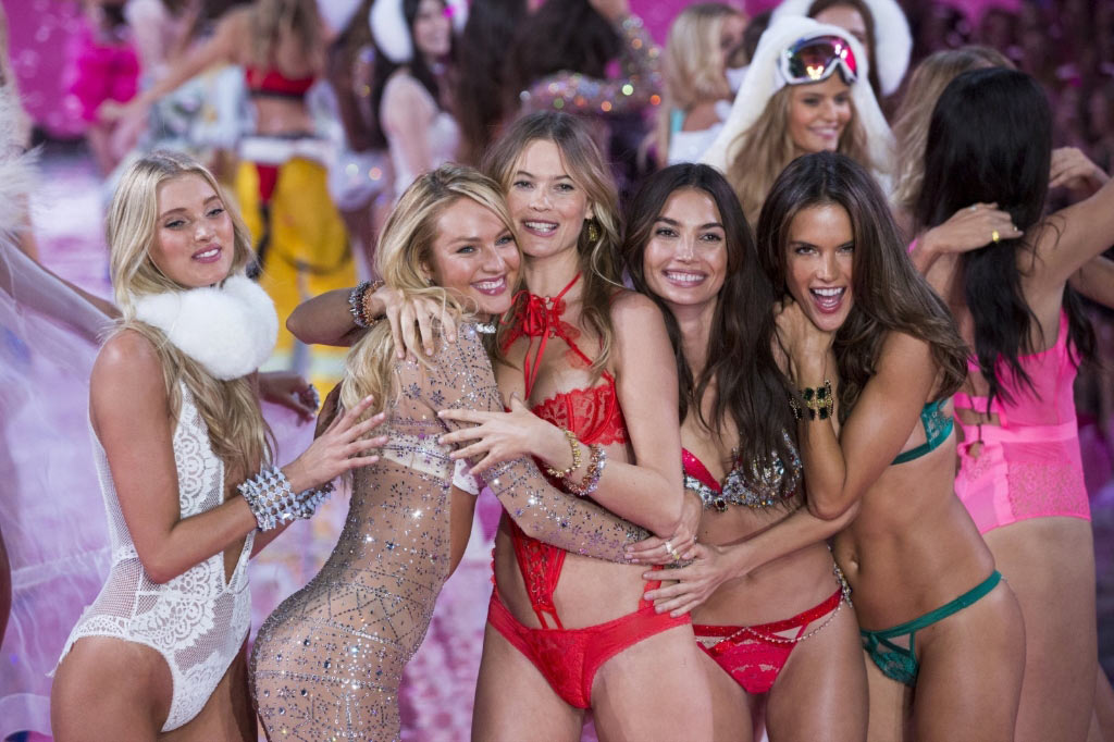 Martha Hunt, Candice Swanepoel, Behati Prinsloo, Lily Aldridge and Alessandra Ambrosio celebrate after presenting creations from the 2015 Victoria's Secret Fashion Show in New York.jpg