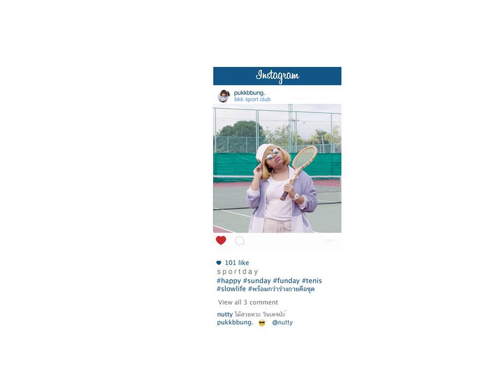 Тайская девушка играет в теннис