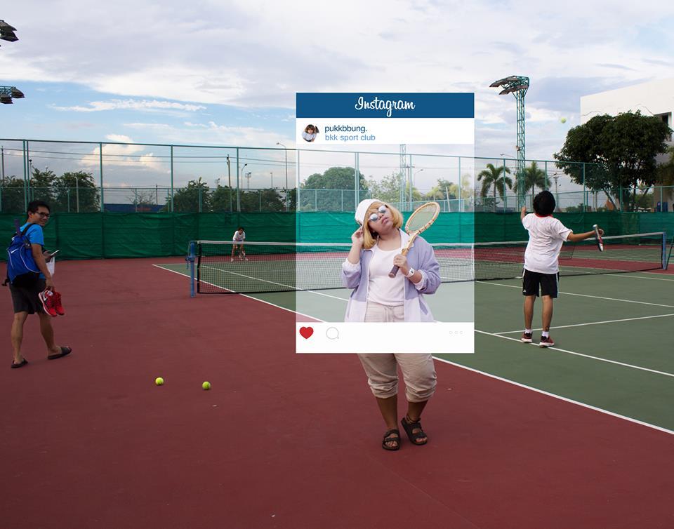 Тайская девушка играет в теннис. Что за кадром?