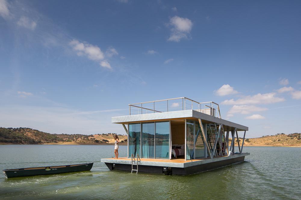 Романтичный плавающий домик Friday