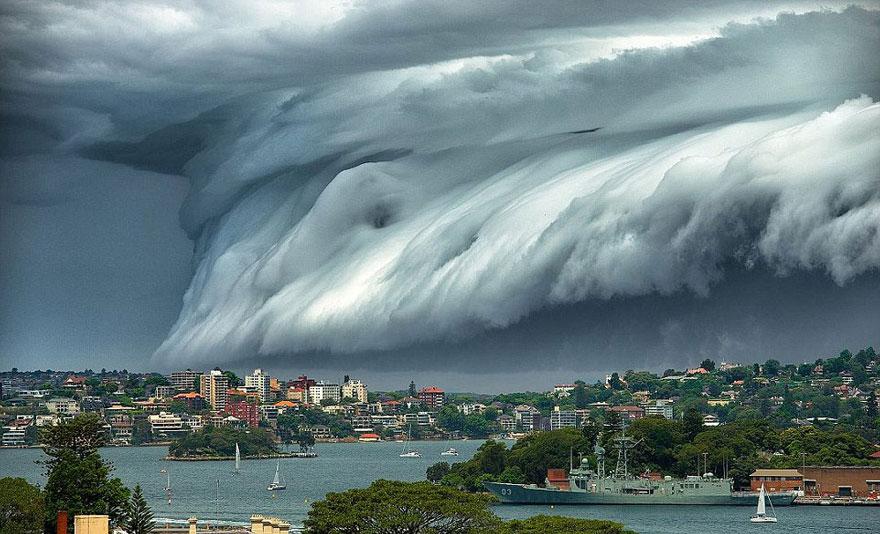 Облачное цунами накрыло побережье Австралии