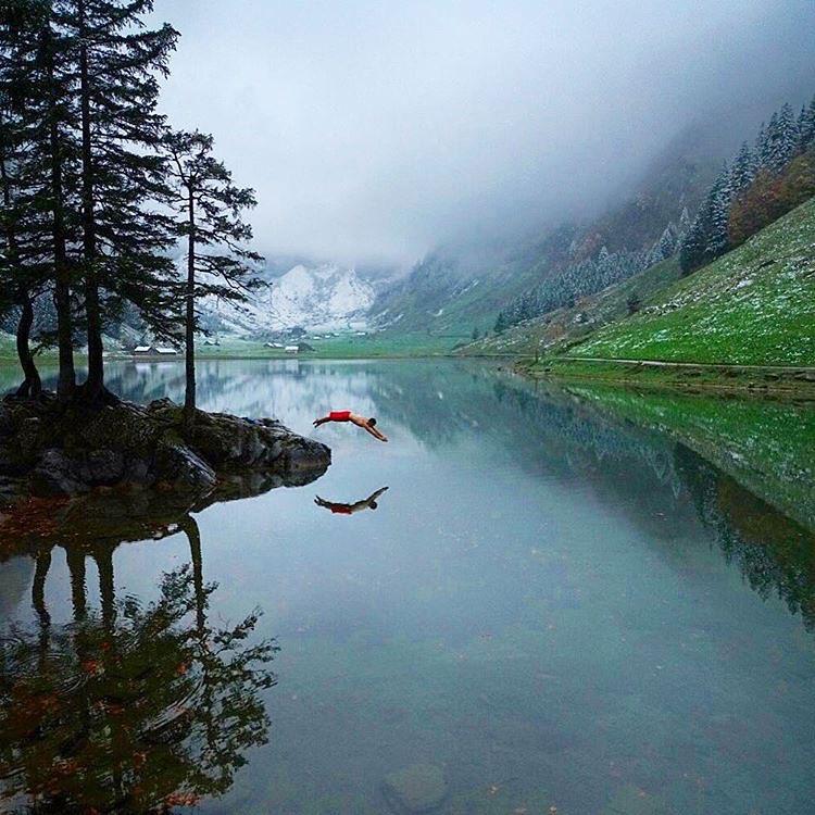 Горное озеро Seealpsee, Швейцария