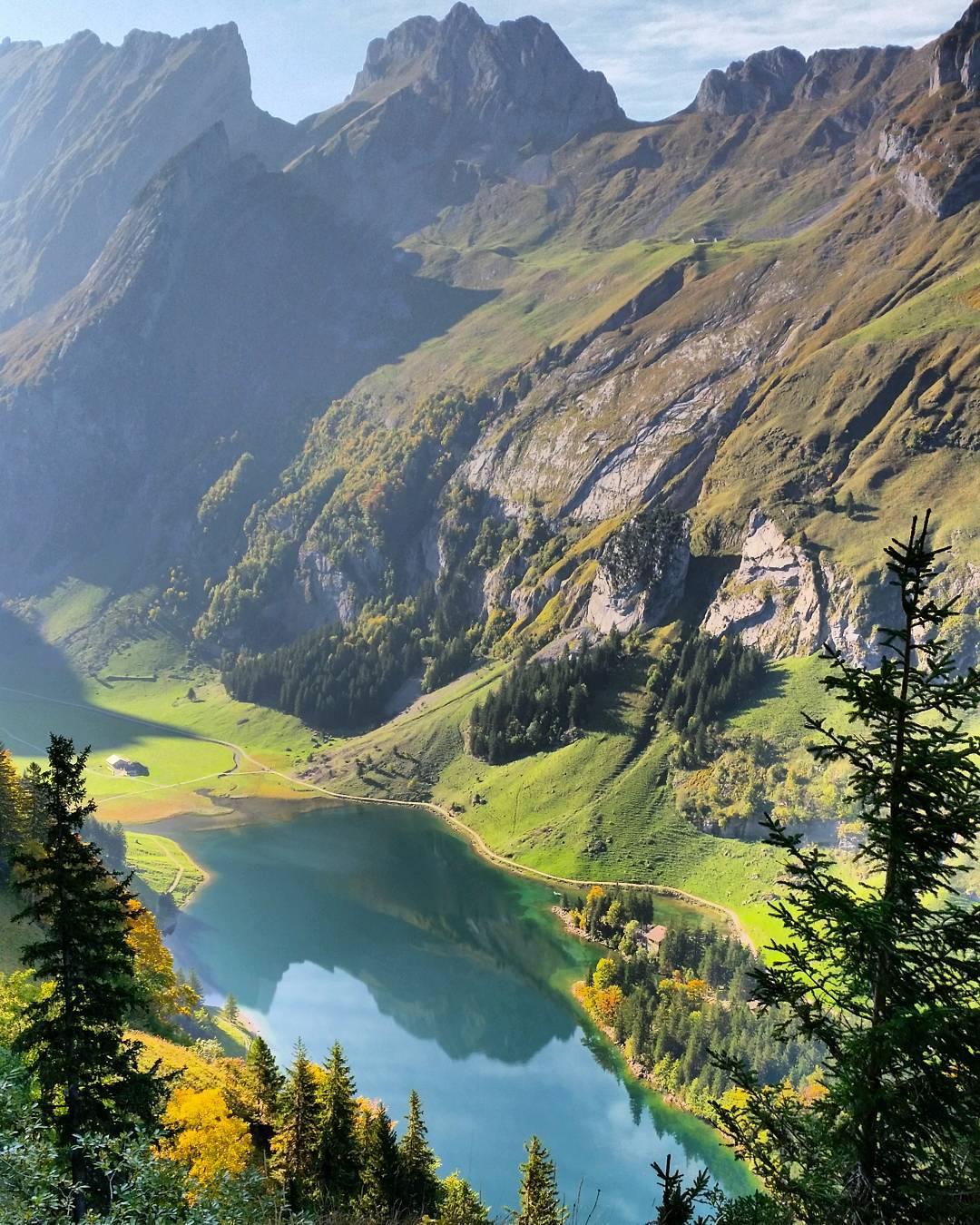 Горное озеро Seealpsee, Швейцария. Фото с высоты