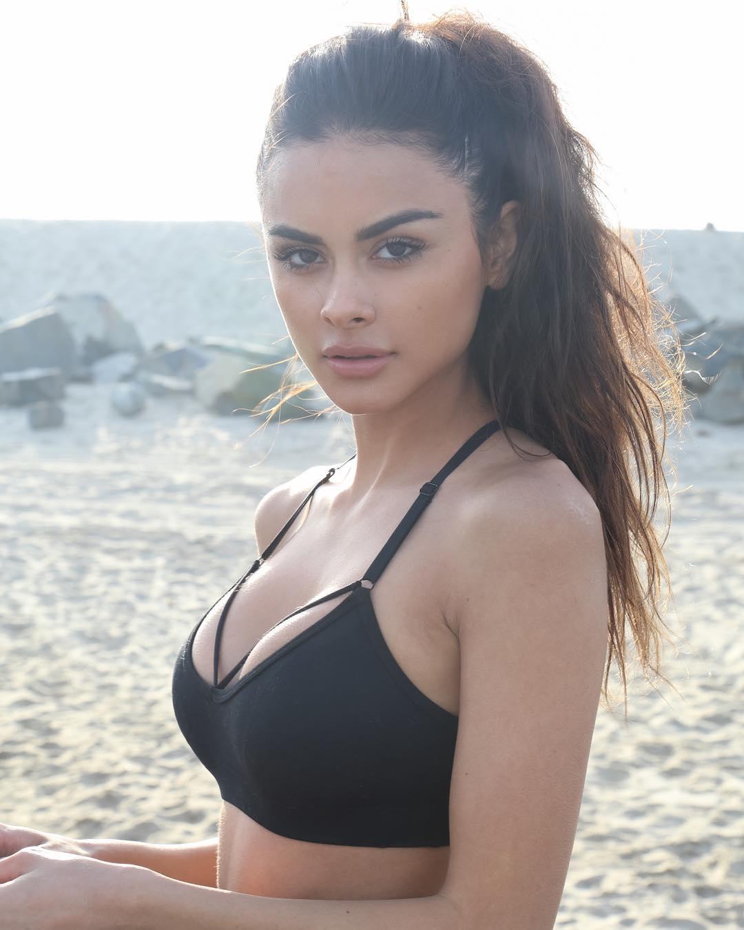 София Миакова в бикини