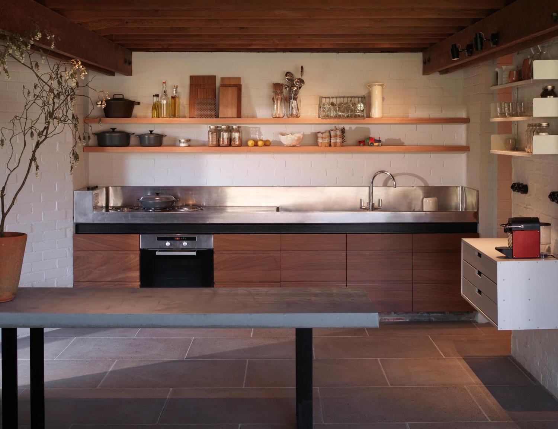 Ansty Plum стильная, минималистичная кухня