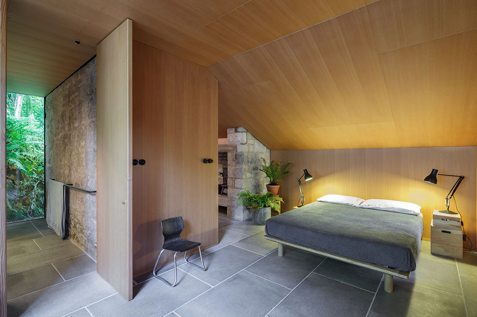 Ansty Plum спальня в деревенском доме