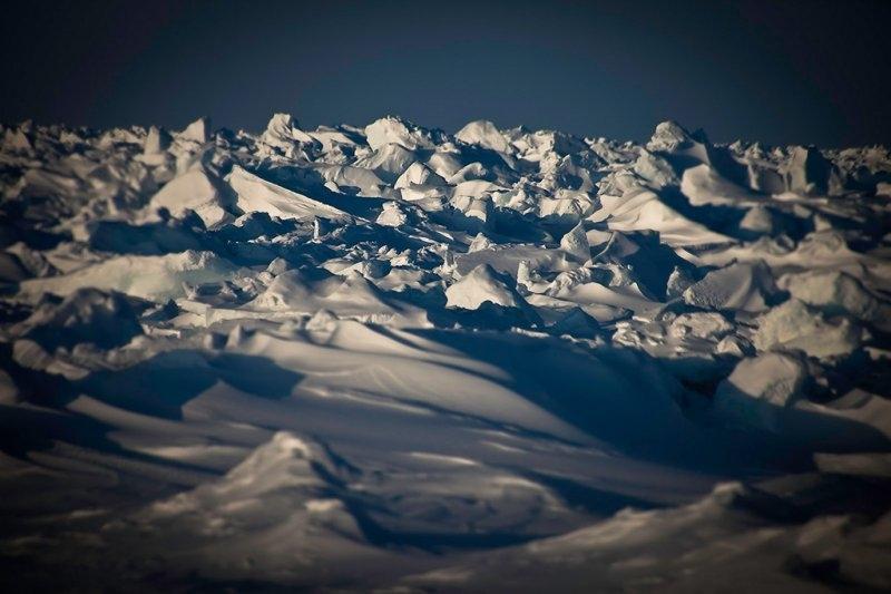 Глыбы льда на пути к Северному полюсу вблизи 85-й широты, фотограф Себастьян Коупленд