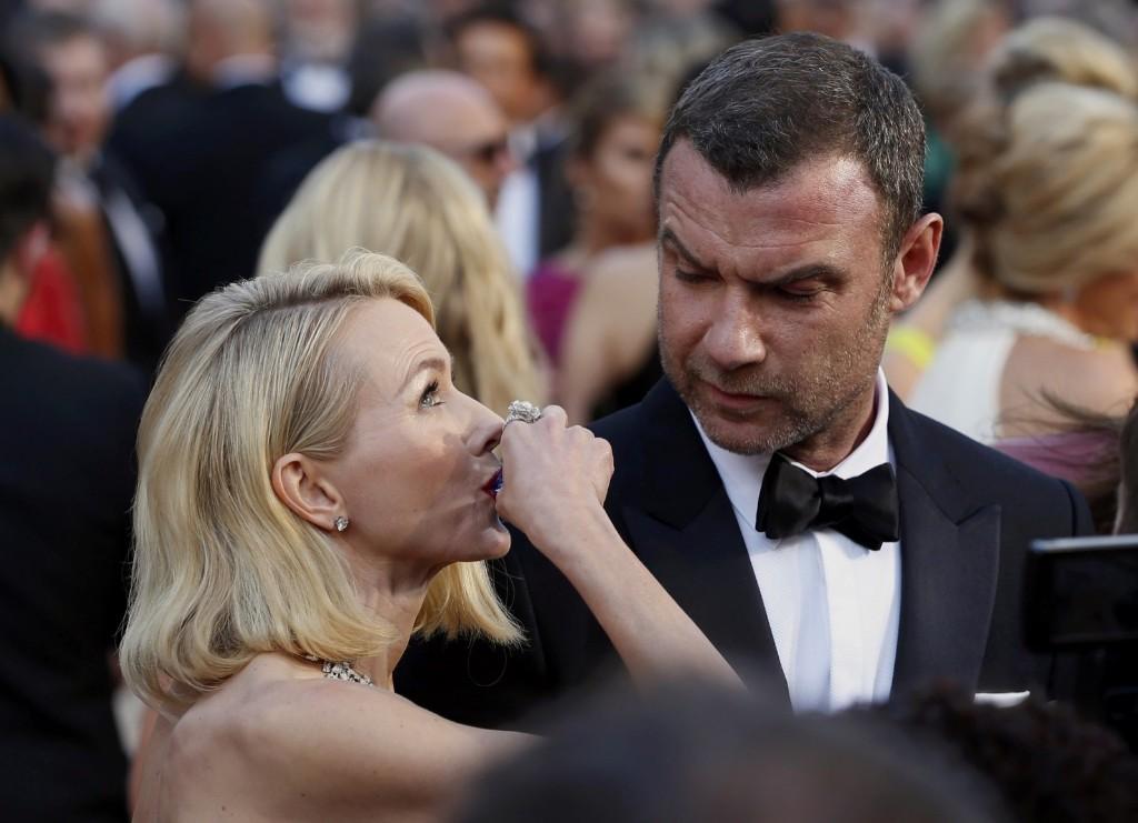 Naomi Watts takes a shot as her partner Liev Schreiber watches