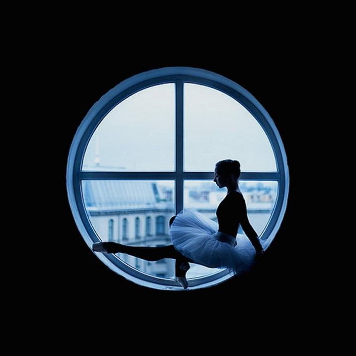 Балерина в окне. Russian Ballet backstage