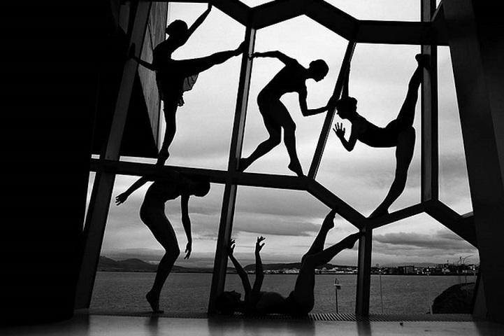 Балерины на фоне окна, театр Награ, Исландия