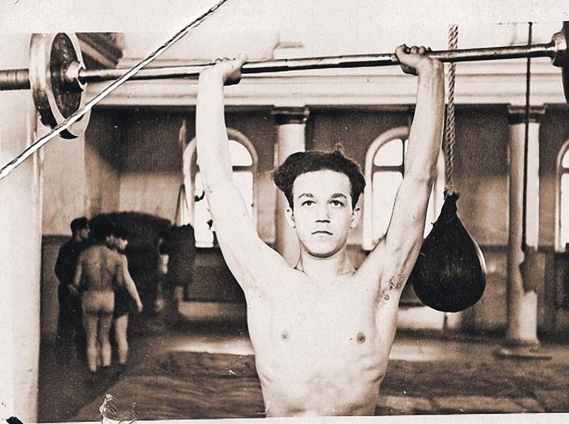Чемпион Днепропетровска и области по боксу среди юношей Иосиф Кобзон 1954 год