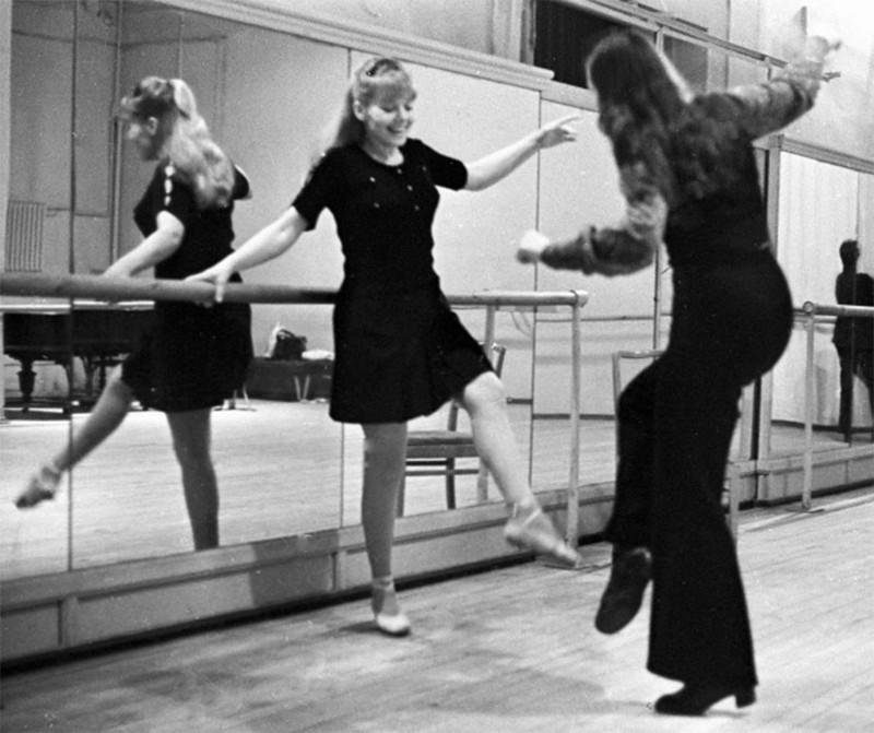 Людмила Сенчина на занятиях в балетном классе 1974 год