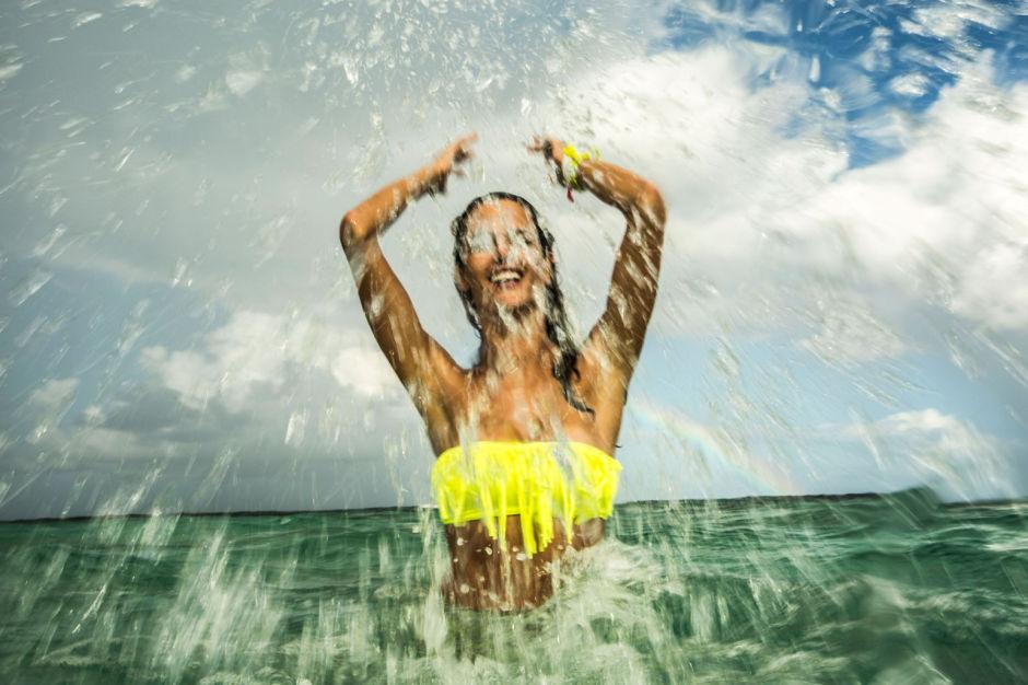 Модель Victoria's Secret, съемка в море