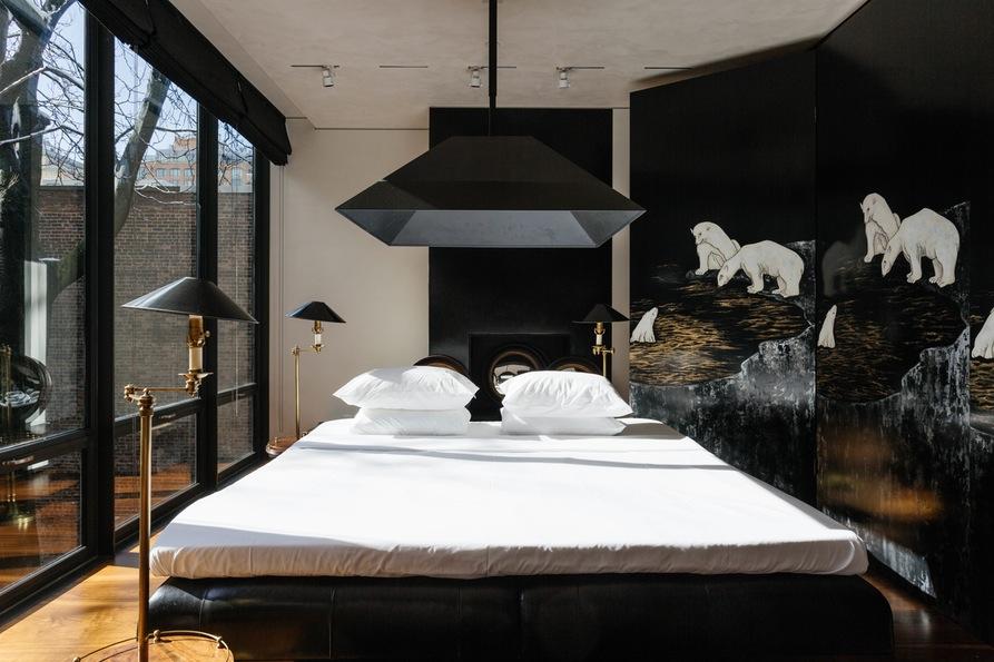 Третья спальня с панорамными окнами. Jane Street Townhouse II, West Village, New York