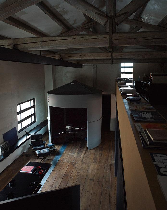 Гостиная. Уютный лофт в старинном здании