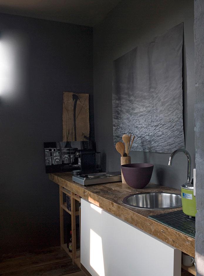 Ванная комната в серых тонах. Уютный лофт в старинном здании