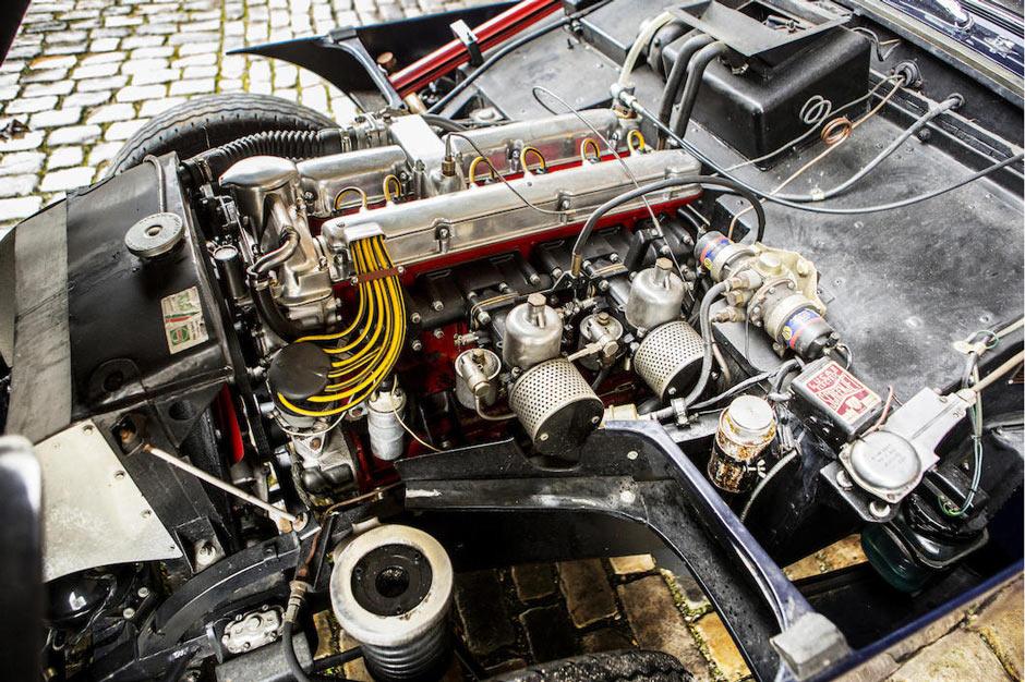 Винтажный Aston Martin DB Mk III Drophead Coupe 1958 года