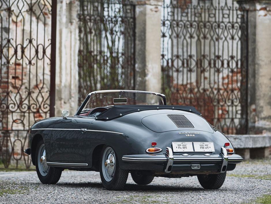 Серый Porsche 356B 1600S Roadster, вид сзади слева