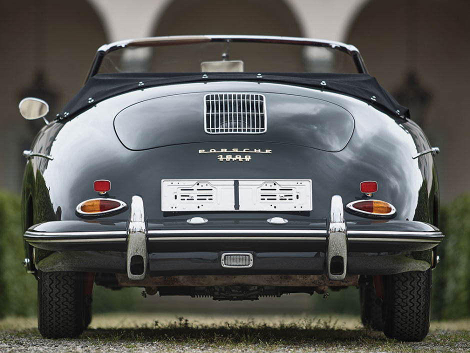 Серый Porsche 356B 1600S Roadster 1961 года, вид сзади