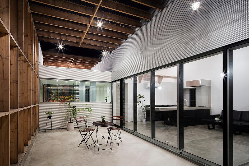 Дом с прозрачным гаражом-террасой в Японии