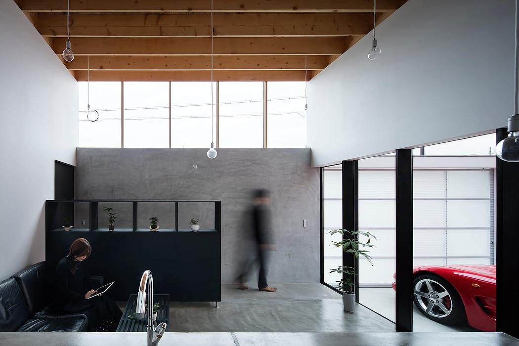 Дом с прозрачным гаражом-террасой в Японии, гостиная
