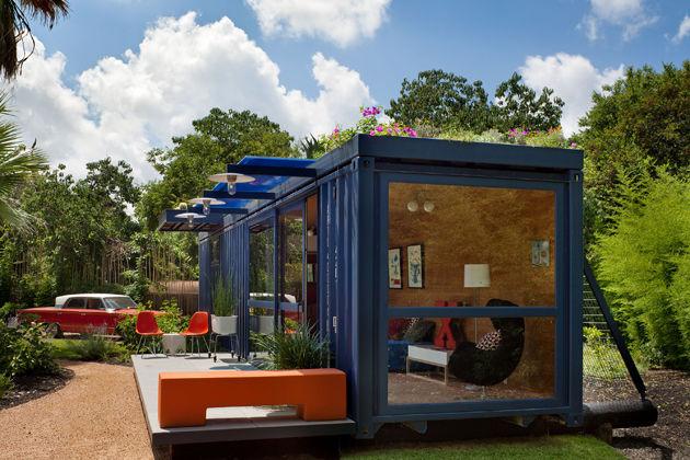 Гостевой домик построенный из транспорного контейнера