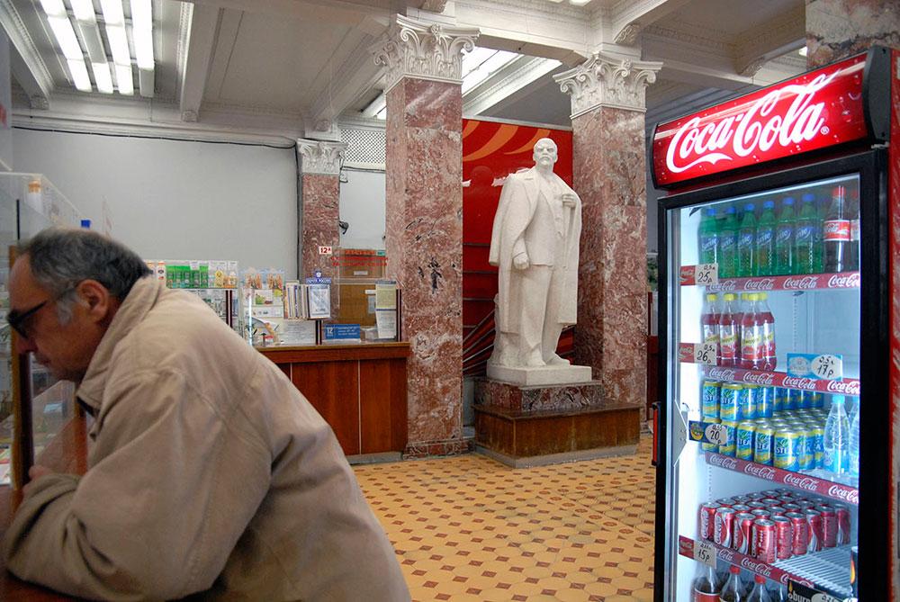 Екатеринбург, Россия. Памятник Ленину в магазине
