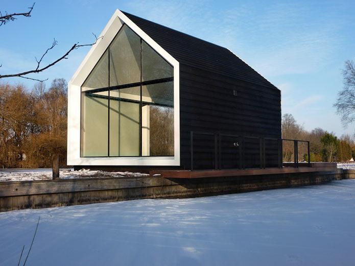 Мини-дом на озере в Голландии