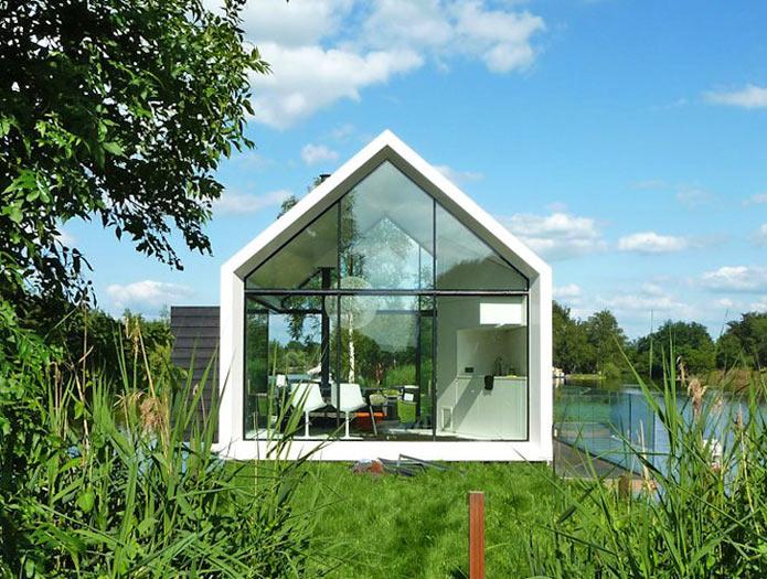 Прозрачный мини-дом сливающийся с окружающим пейзажем