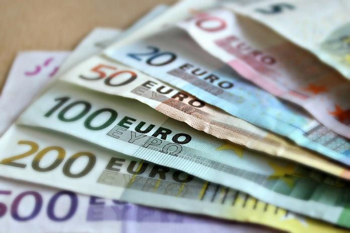 Банкноты Евро, наличные деньги