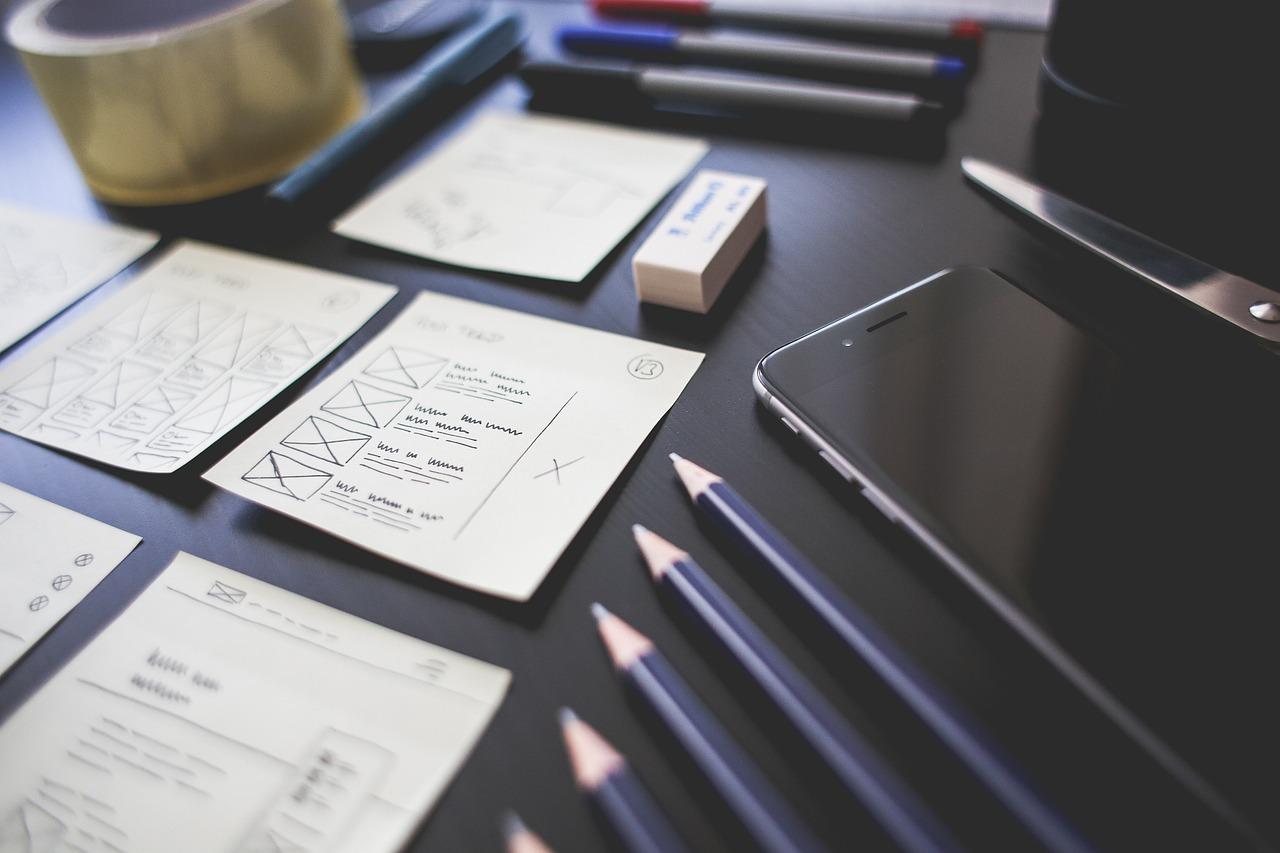Письменный стол, карандаши, офис