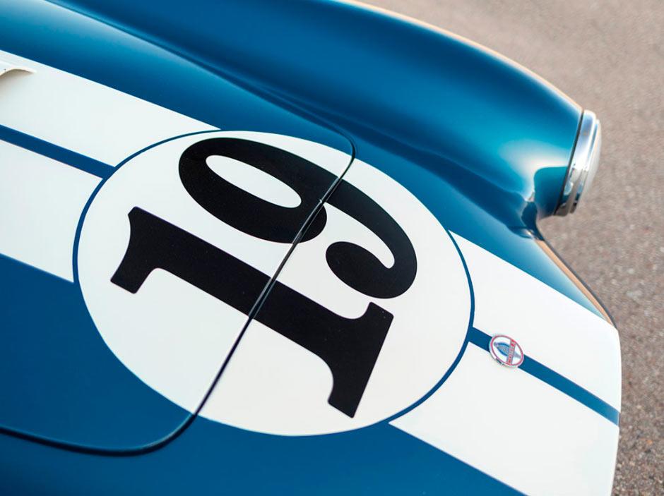 Shelby Cobra 289 CSX 2326 1964 года, спортивный номер на капоте