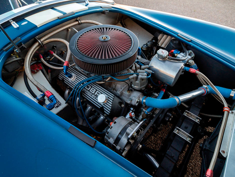 Shelby Cobra 289 CSX 2326 1964 года, вид на двигатель