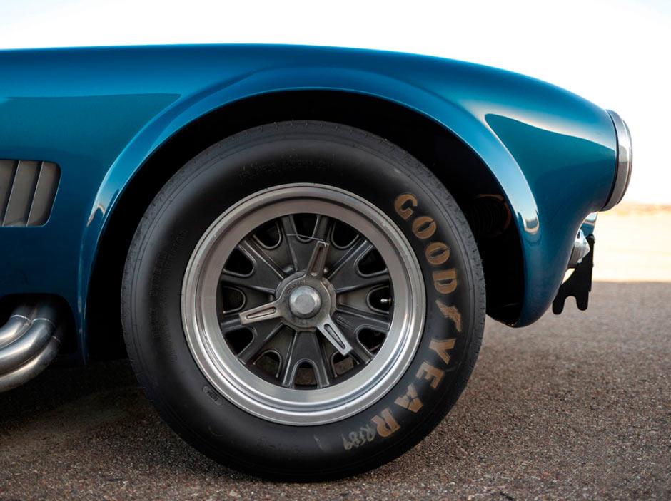 Shelby Cobra 289 CSX 2326 1964 года, правое переднее колесо