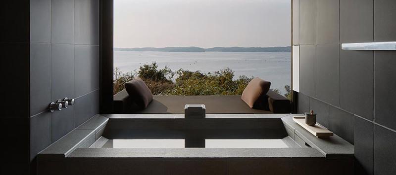 Отель Amanemu Resort, вид на залив из номера