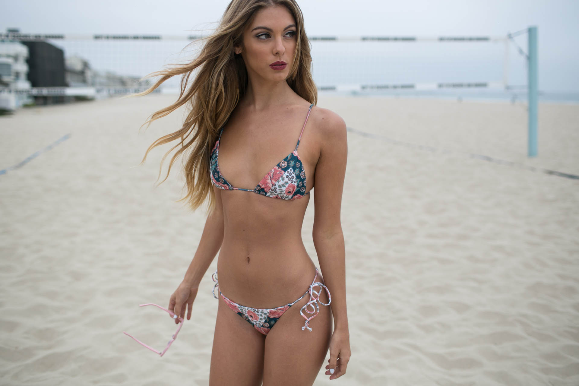 Carmella Rose on the beach. Девушка в бикини