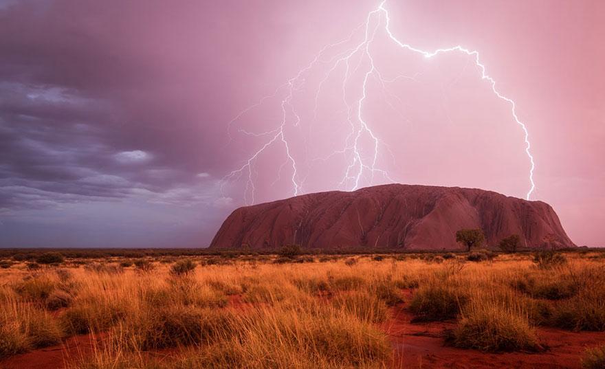 Сильное зрелище, Улуру, Австралия, конкурс фотографий National Geographic трэвел-фотограф года 2016