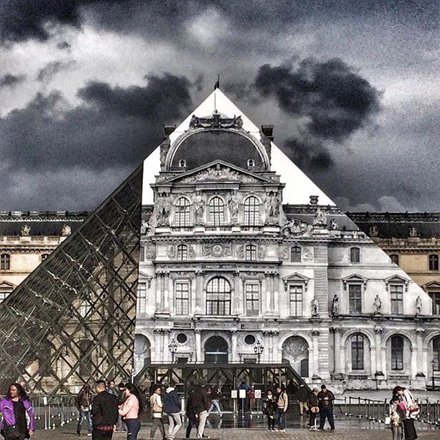 Париж, Лувр, уличное фото