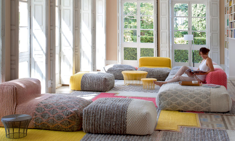 Вязаный декор, вязаные диваны, пуфы и кресла