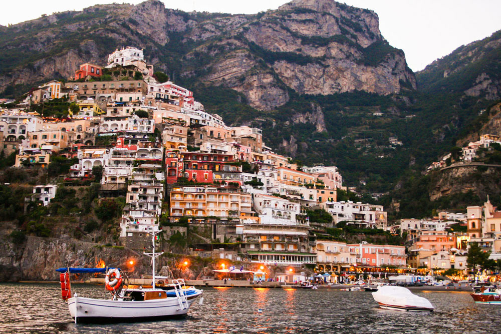 Позитано, лодки, побережье Амальфи, Италия