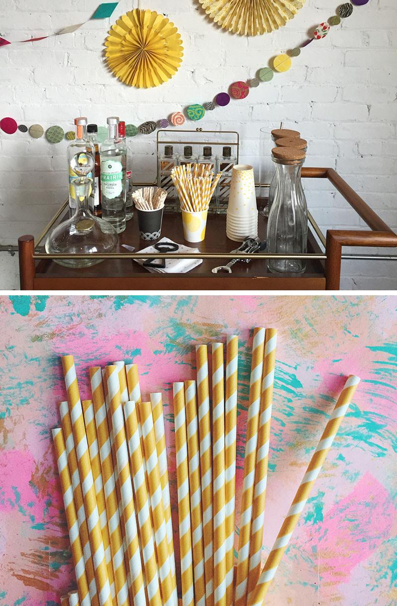 Бумажные гирлянды и коктейльные трубочки для украшения помещений в поп-стиле. Starburst Gold Foil Coasters by The RocShop