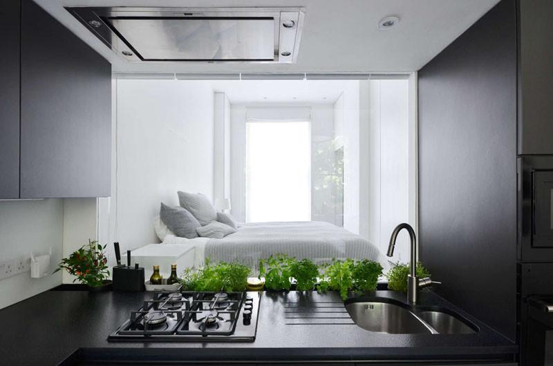 Окно из кухни в спальню