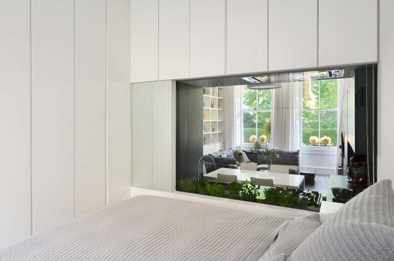 Окно из спальни в гостиную