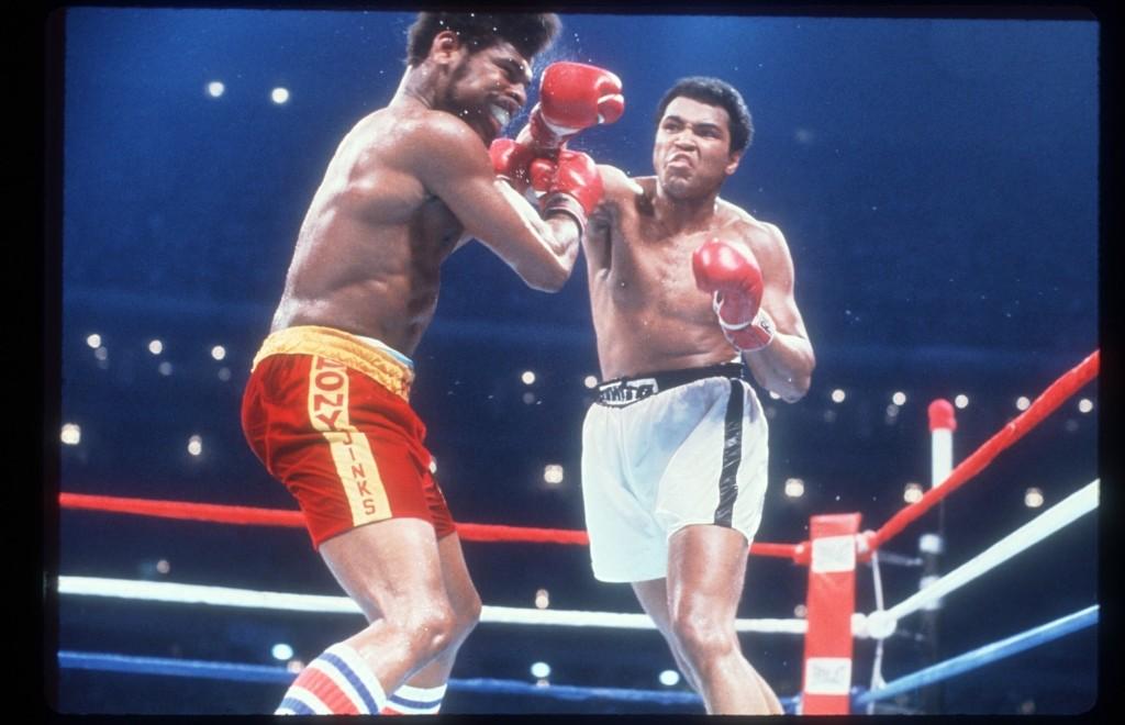 Мохаммед Али побеждает Леона Спинкса в Новом Орлеане