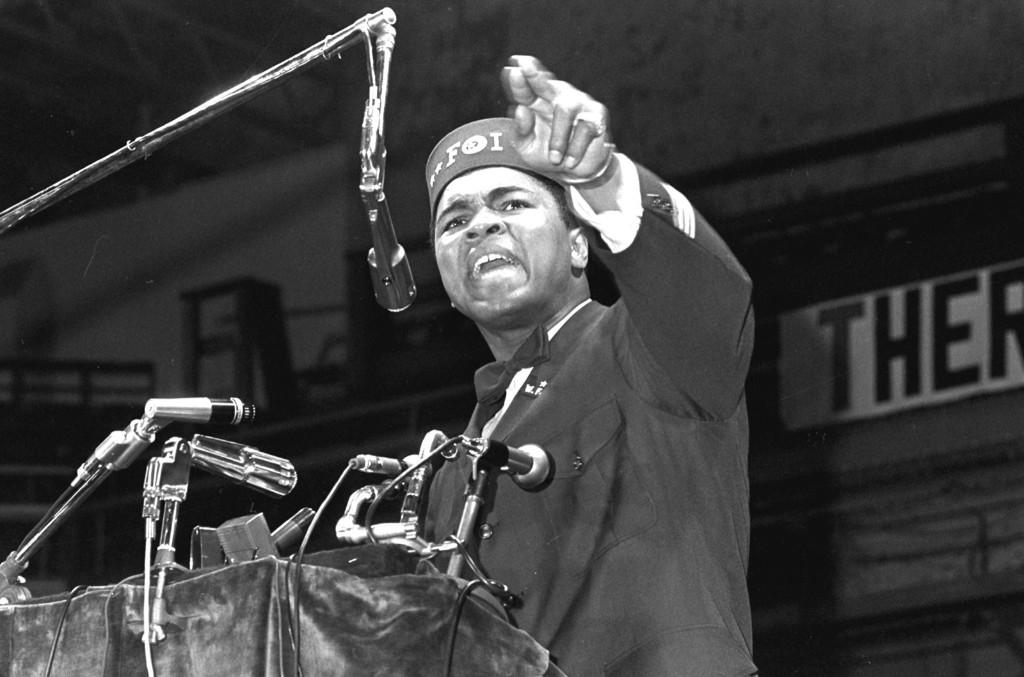 Мохаммед Али выступает на съезде черных мусульман в Чикаго, 25 февраля 1968 г